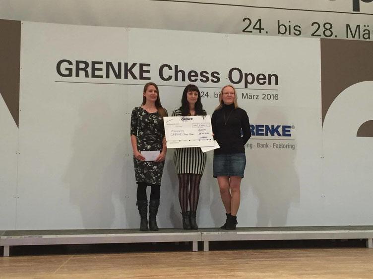 Die besten Frauen des GRENKE Chess A-Opens: Elisabeth Pähtz (mitte), Sarah Hoolt (links), Elena Levushkina (rechts)