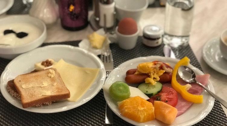 ウィーンのホテルの朝食