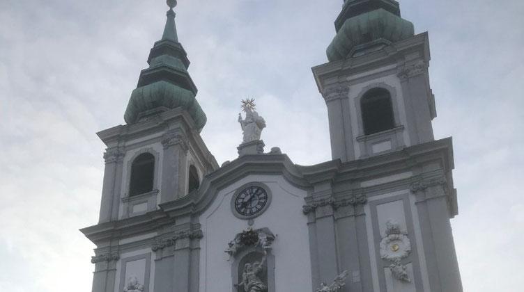 マリアヒルファー通りの教会