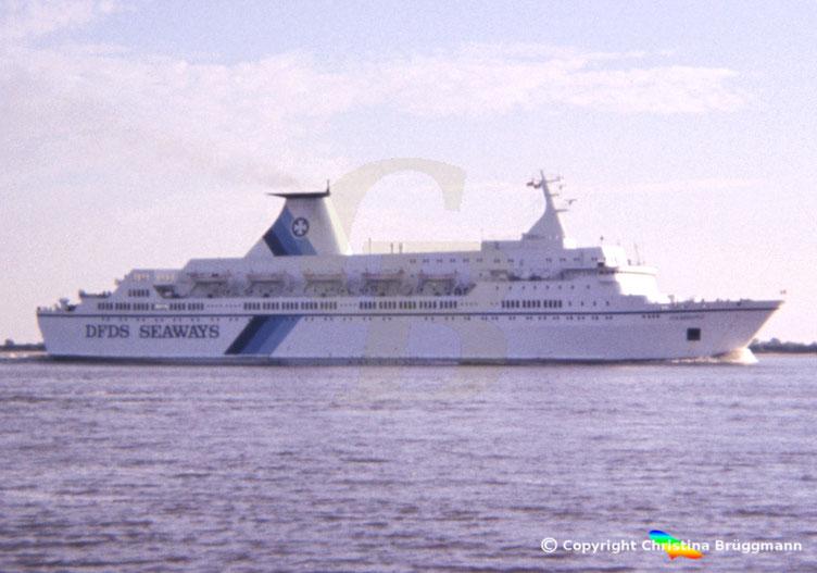 DFDS Fährschiff Hamburg auf der Elbe 1987