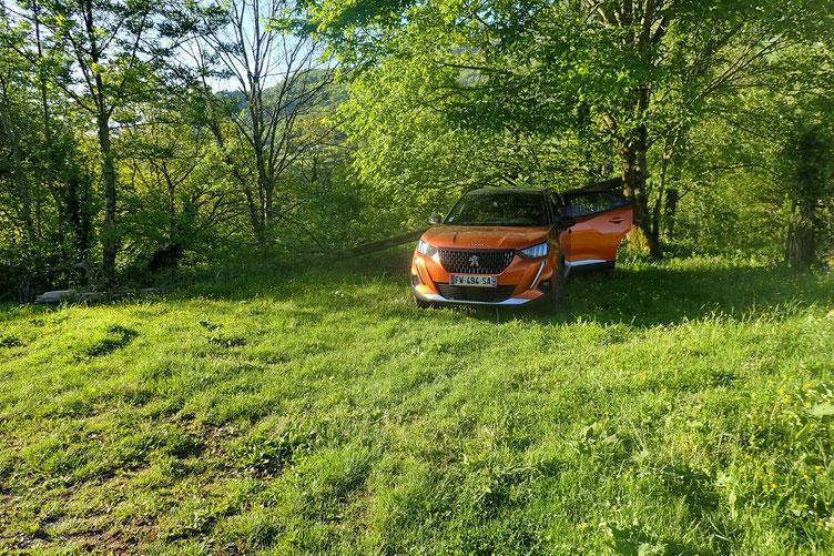 Pas vraiment de parking, mains un petit coin au bout d'un sentier juste après Larrau.