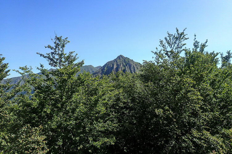 Derrière moi, au Nord, le Pic de Bazès.