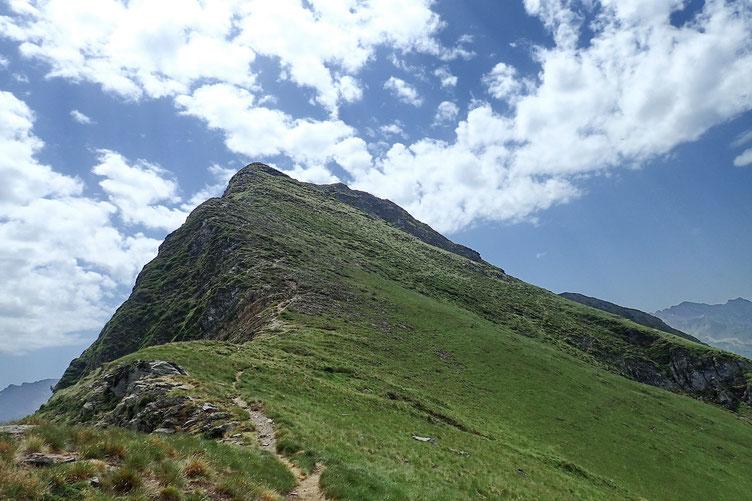 Derrière moi, le Pic de Montaigu.