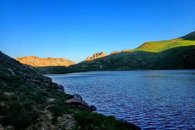 Je contourne le lac par le Sud.