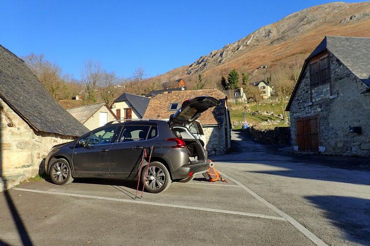 Petit parking dans le village d'Arcizans-Dessus. Juste en bout de piste.