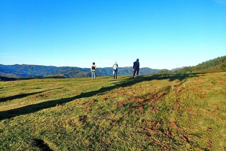 Après un petit raidillon, on souffle un peu pour admirer le paysage côté espagnol.