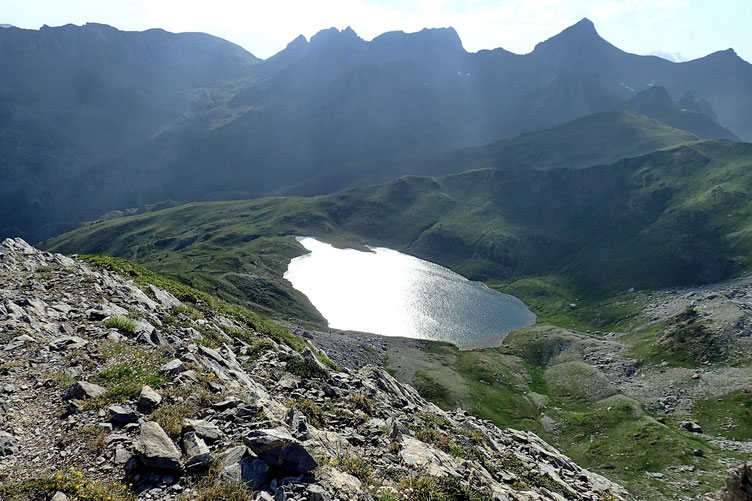 Je commence ma descente vers le lac en longeant la crête Sud-Ouest.