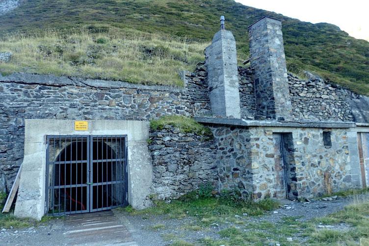 Comme bien souvent dans les Pyrénées, une ancienne mine.