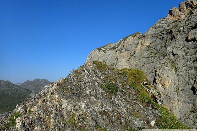 Montée rude mais rapide sur la crête et vue sur le Soum Blanc de Secugnat.