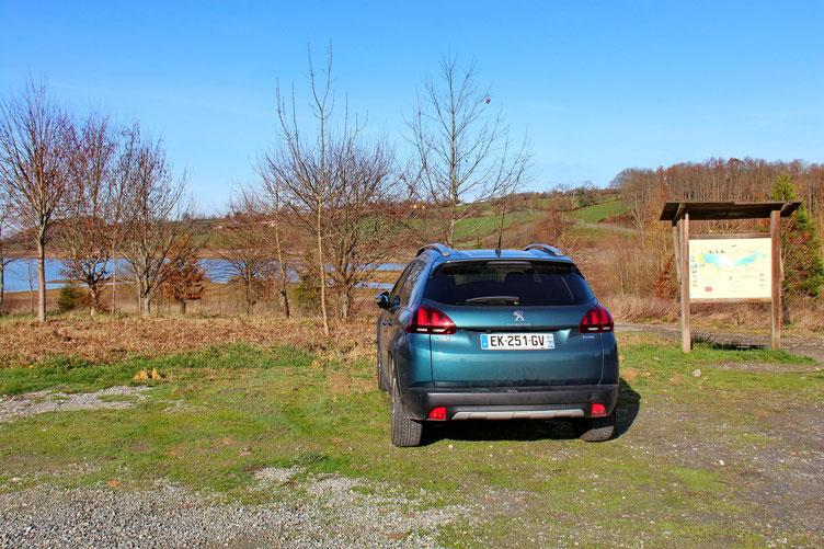 Parking de Luquet sur la D69. Il y en a d'autes, mais celui-ci est le plus spacieux.