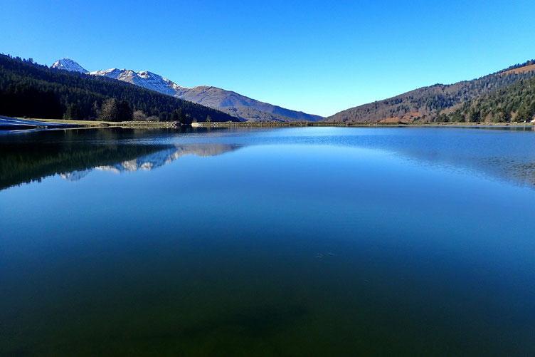 Le lac avec à gauche le Pic du Midi.