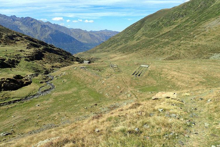 La Cabane de Peyrehitte avec ici aussi des vestige du temps de la mine.