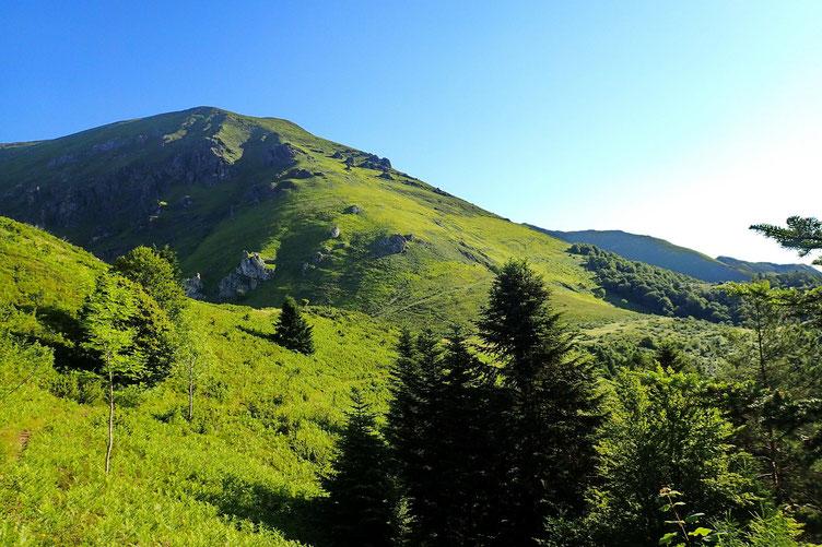 Après le passage du bois, vue sur le Soum de Granquet.