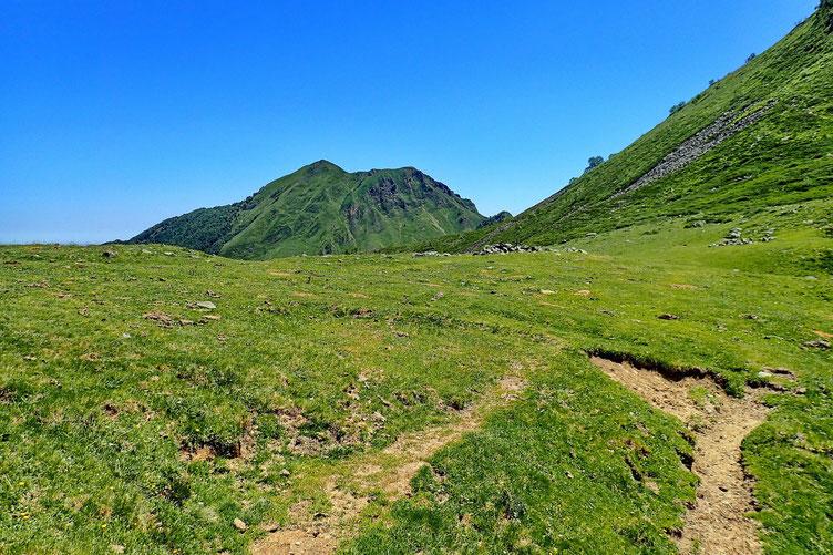 Arrivée au Col des Arques avec vue sur le Pic de Gerbe.