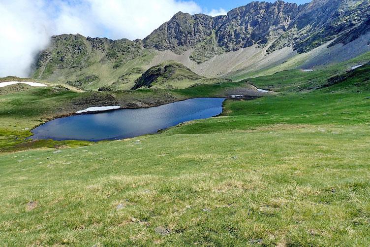 Il y a trois lacs. Celui-ci, c'est le plus haut.