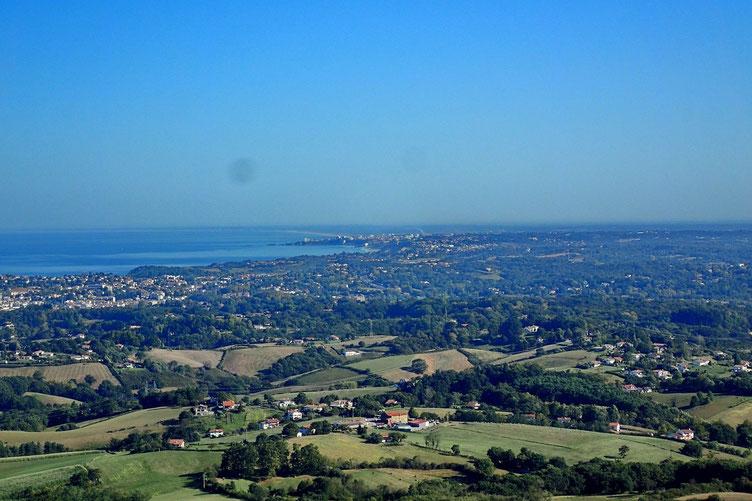 La pointe de Biarritz et plus loin, les plages landaises...