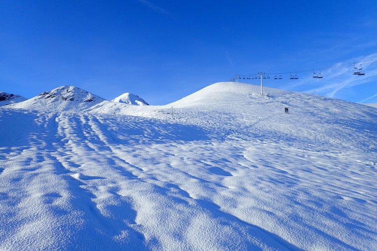 La couche de neige est de plus en plus épaisse...