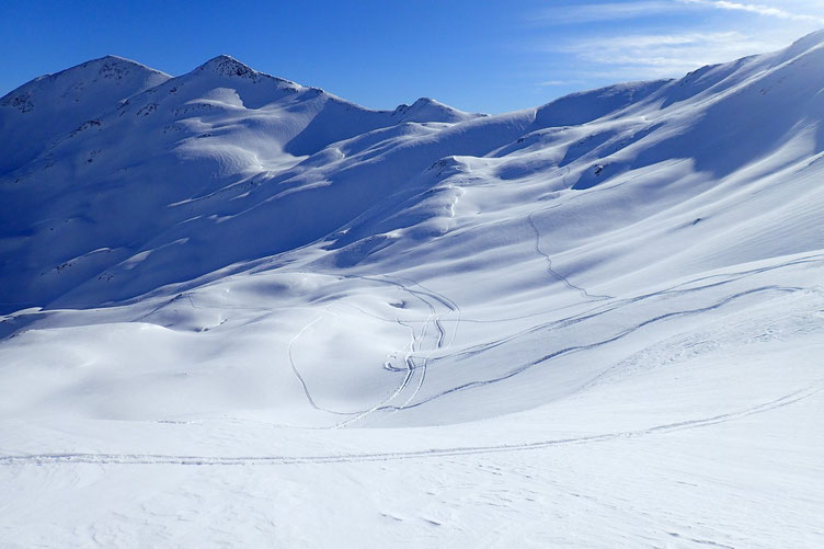 Certains redescendent en ski. Ça va plus vite!