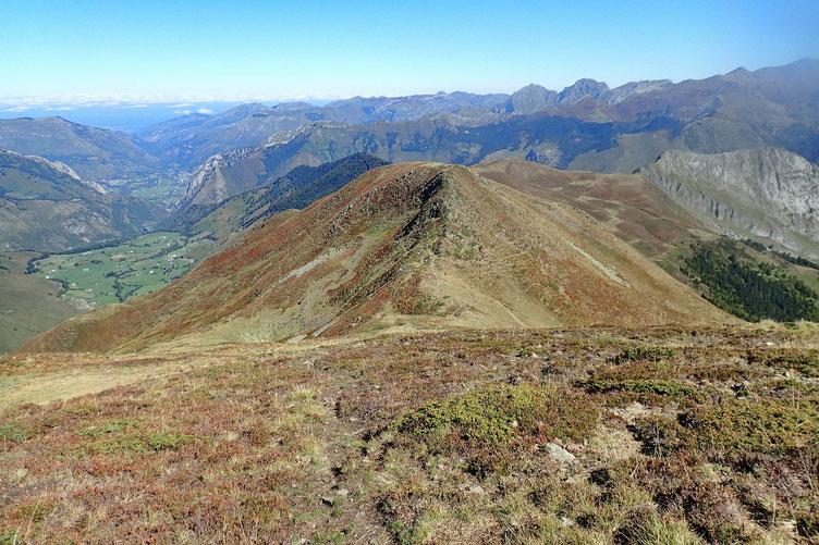 Après une heure passée au sommet et après ravitaillement, j'entame la descente vers le Col de Labigouer.