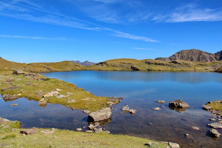 Très joli petit lac en deux morceaux.