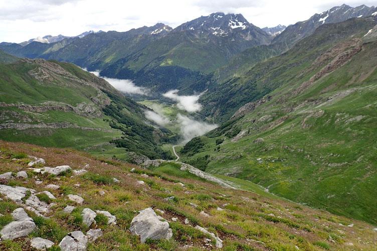 La Vallée d'Ossau avec quelques nuages résiduels. Mais le gros des nuages est au dessus de tous les sommets.