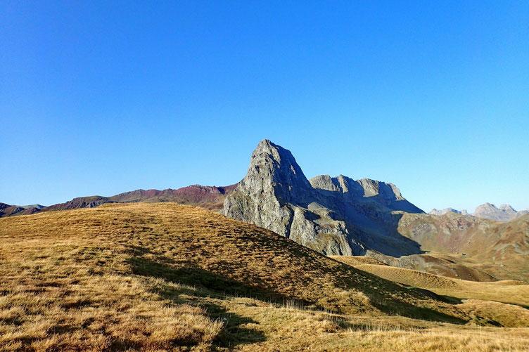 Arrivée au col, avec à ma gauche le jumeau de l'Ossau côté espagnol : le Pico de Anayet.