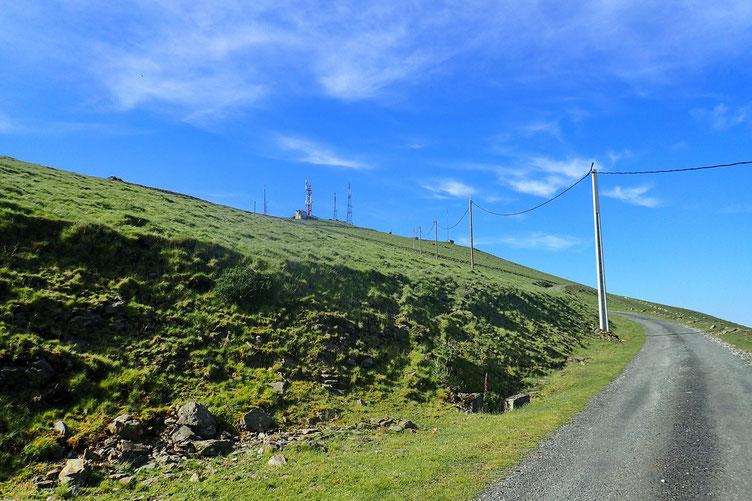 Le sommet est bourré d'antennes.