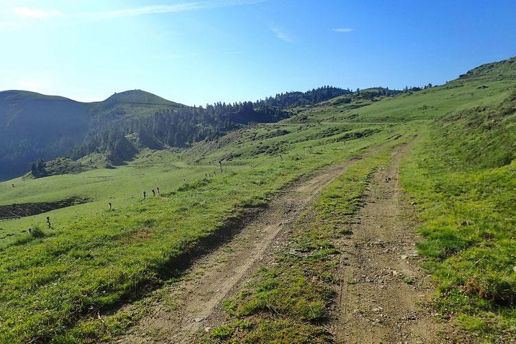 Au fond, le Mont Mérac que je contournerait par le Sud.