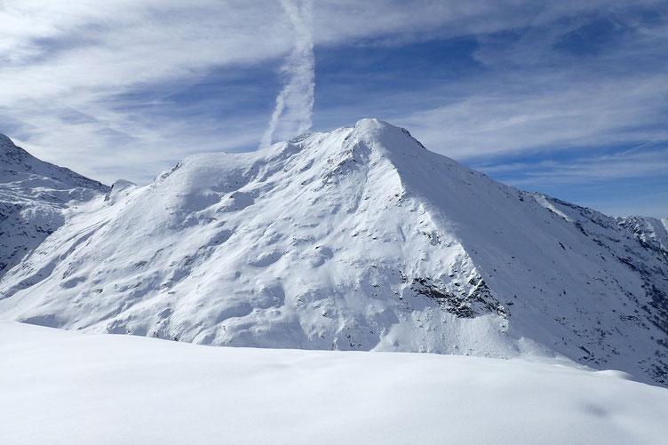 Vers l'Ouest, le Pic de Sarrouyes (2676m).