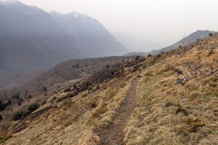 La descente reste assez douce par ce chemin.