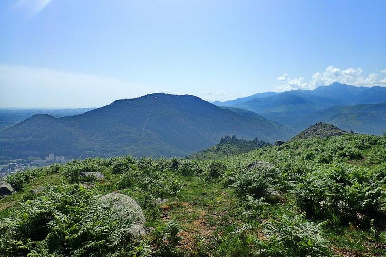 Petit coin tranquille sur le versant Sud (le bruit de Lourdes est beaucoup moins présent) où je vais pouvoir me restaurer.