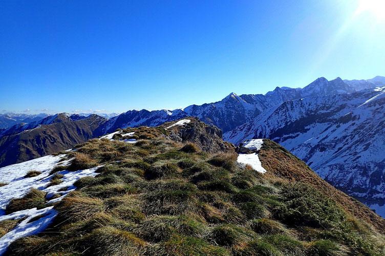 Le Cap des Hittes (2354m).