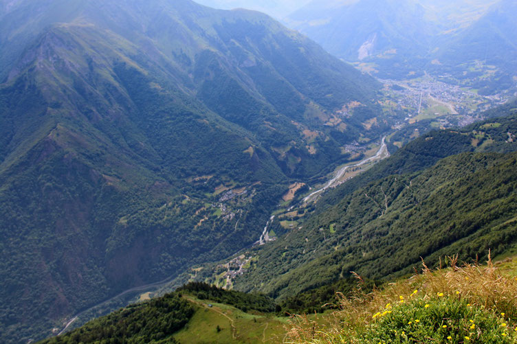 1500m plus bas, la route avec le Gave de Pau.