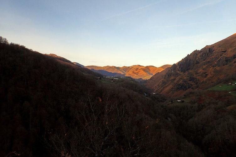 Le soleil se lève sur le Pays Basque.