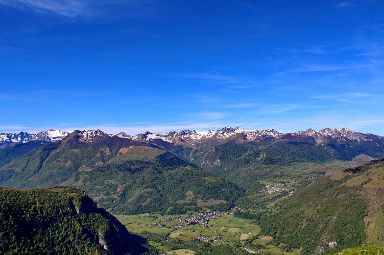 La Vallée d'Ossau et le Plateau du Benou.