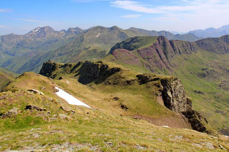 Derrière moi, le Col d'Ayous, masqué par la crête, et le Pic d'Ayous.