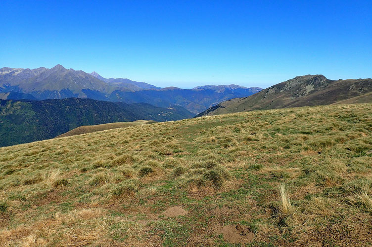 Côté Haute-Pyrénées, à gauche, l'Arbizon.