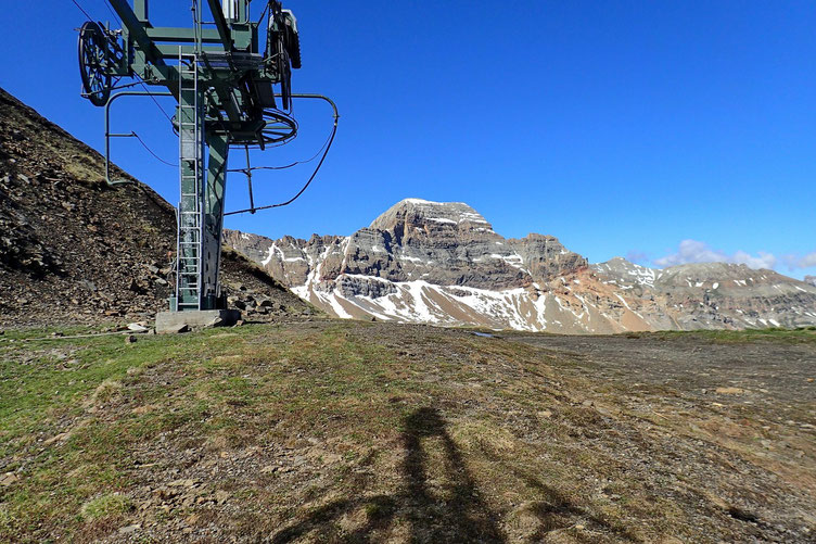 Enfin le Col d'Izas et une superbe vue sur la Pala de Ip (2779m).
