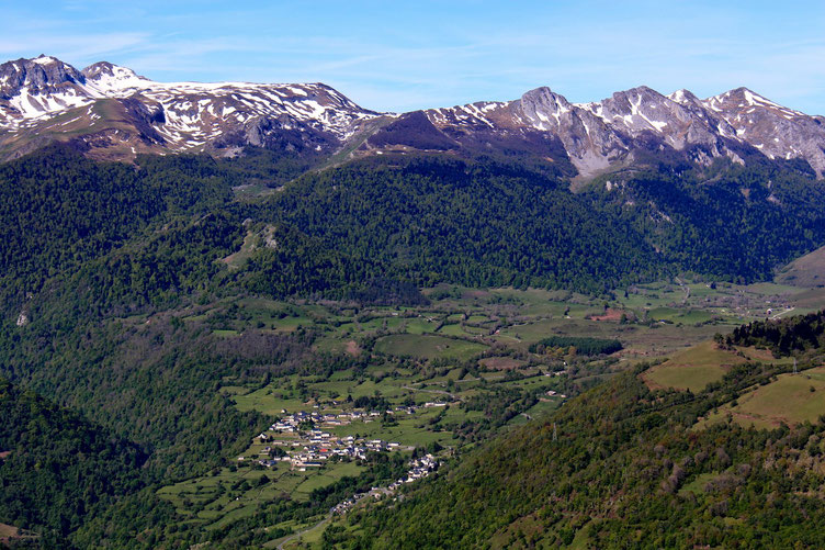 Le Plateau du Benou toujours dominé par le Rocher d'Aran.