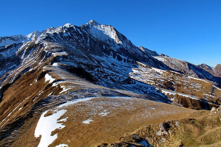 Et si je continuais le long de la crête, j'arriverai au sommet du Gabizos...