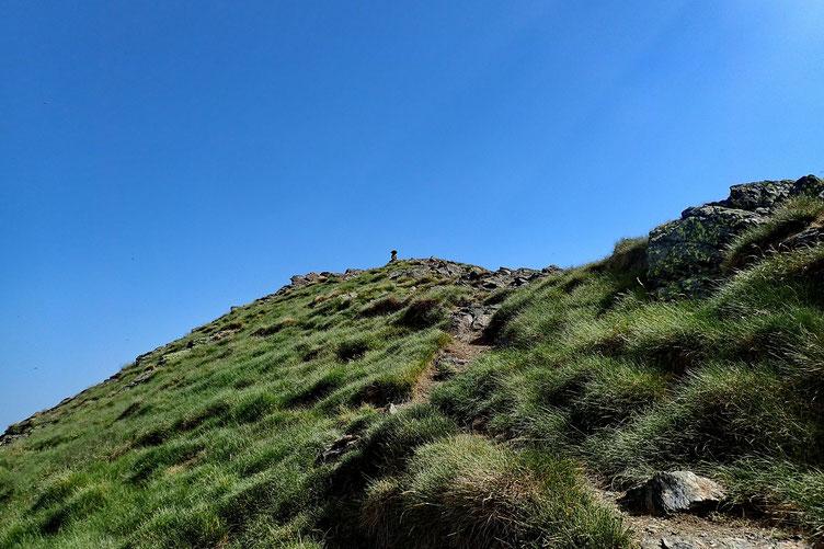 Encore quelques mètres (faciles) jusqu'au cairn sommital.