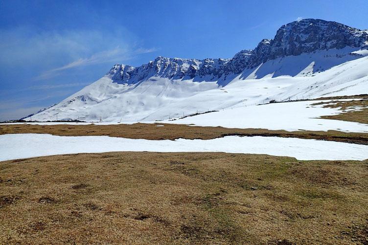 Encore beaucoup de neige sur les versants exposés au nord.