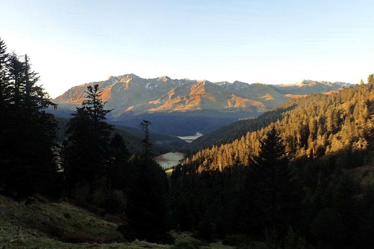 Avec une belle vue sur l'Arbizon, avec le Monfaucon à sa droite.