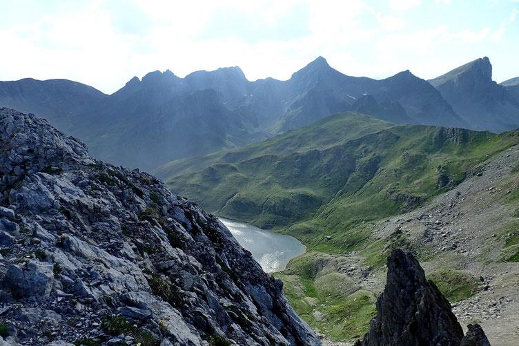 Et en bas, le Lac d'Acherito.