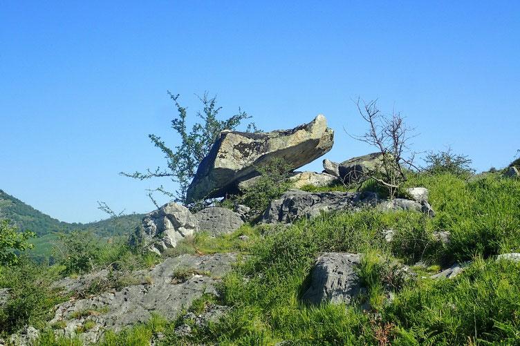 Caractéristique du secteur : des rochers en équilibre qui semble précaire.