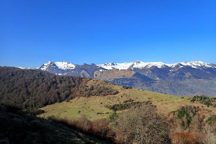 Et les sommets enneigés des Pyrénées.