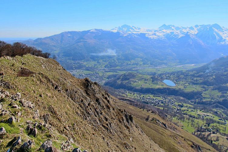 Vers Argelès et plus loin Hautacam, le Montaigu et le Pic du Midi (de Bigorre).
