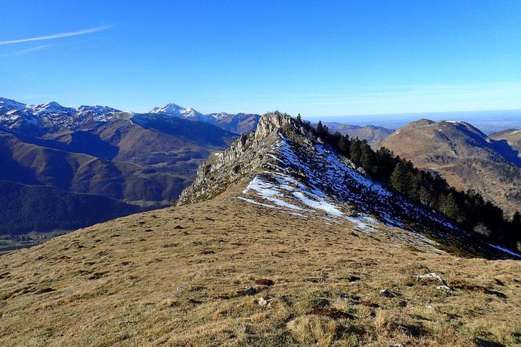 Sur le sommet sans nom et vue sur le Pène de Bédout.