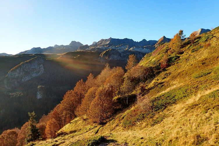 En prenant de l'altitude, les sommets espagnols se dévoilent.