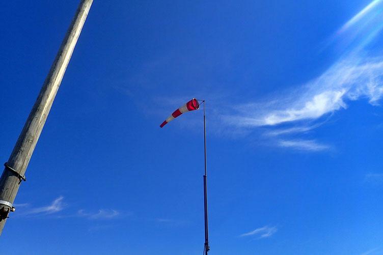 Biroute qui indique un fort vent du Sud.